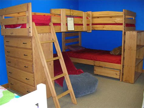 triple bunk beds how creative and smart l shaped triple bunk beds atzine com