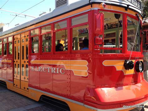 Tomica Disney Resort Jolly Trolley 1 dining in disneyland trolley at disney