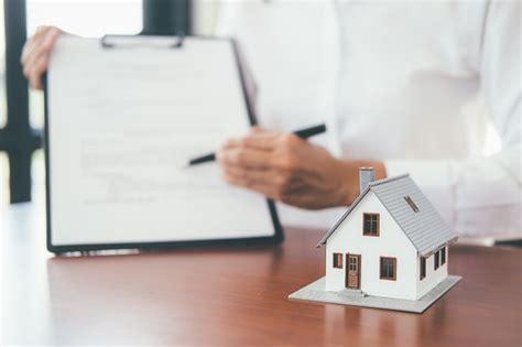 offerta acquisto casa casa di vendita di offerta dell agente dell uomo d affari