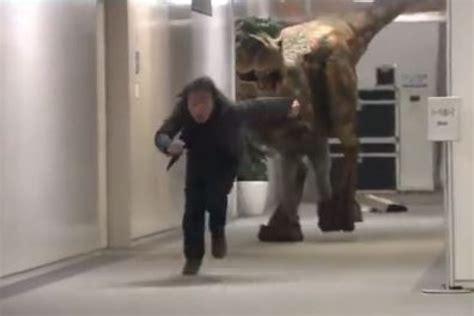 candid giapponesi aiuto c 232 un tirannosauro nel palazzo la candid