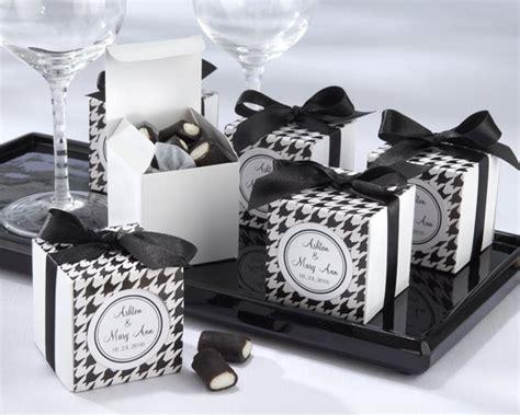 summer wedding idea black and white wedding favors
