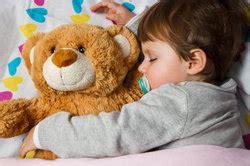 baby unruhiger schlaf unruhiger schlaf beim kleinkind was tun