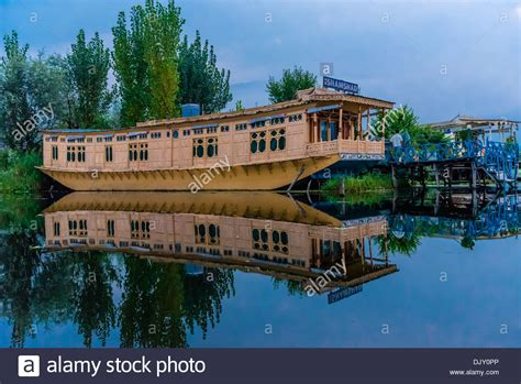 house boat india houseboats dal lake srinagar kashmir jammu and kashmir