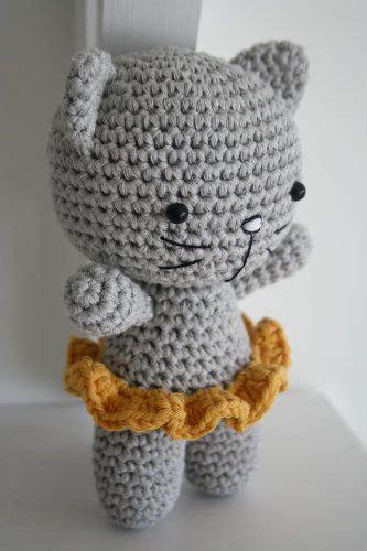 small cat  joined legs  amigurumi patterns