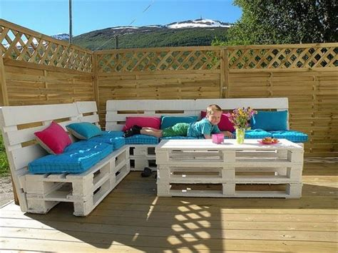 couch made out of pallets couch made out of wood pallets pallet wood projects