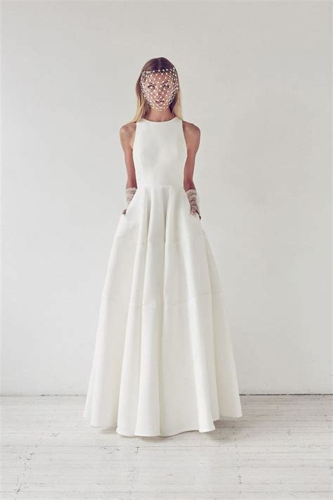 simple wedding dresses   create  stunning effect