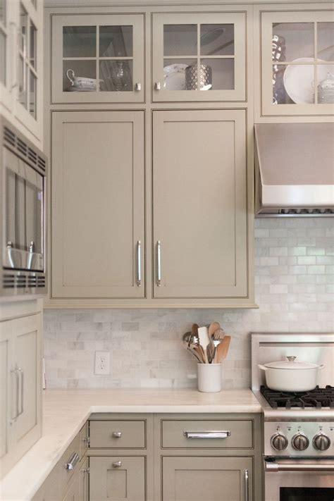 grey kitchen cabinets backsplash quicua com white kitchen backsplash like the cabinet color too