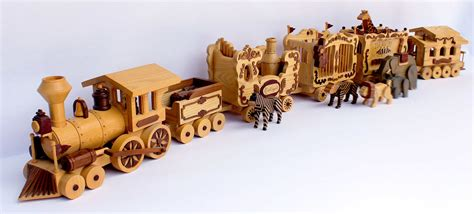 Making Christmas Ornaments - circus train woodworking plan fun whymsical project for novice to intermediate woodworkers