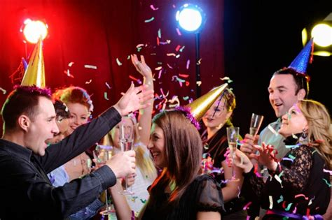 Hosting A Dinner Party by 6 Tips For Hosting A New Year S Eve Party In Your Home