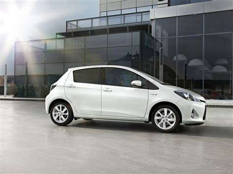 toyota yaris hybrid 2012 car wallpaper 09 of 54