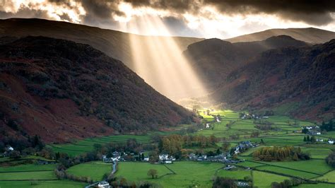 Shafts Of Light Work Their Way Across The Borrowdale Valley Lights