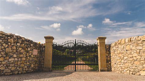 ingresso ville lavorazione pietra naturale tufo e marmo ronconi