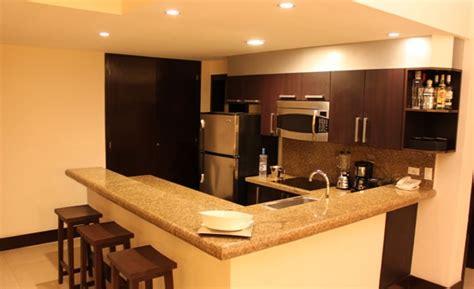 moderna  amplia cocina  barra desayunadora aldeathai