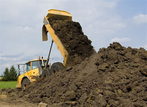 how much does a cubic yard of dirt weigh self haul or