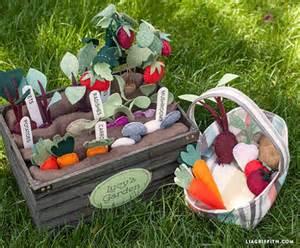 garten kinderspielzeug diy felt vegetable garden by lia griffith project home