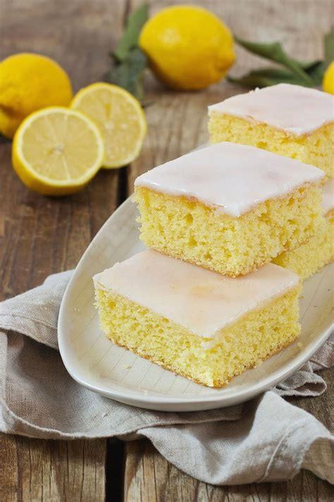 Zuckerguss Auf Warmen Kuchen