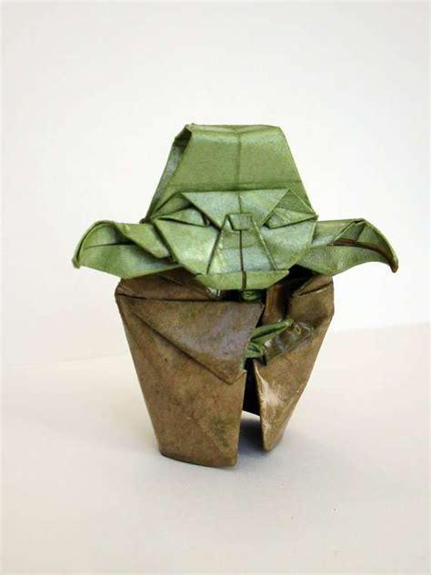 Master Origami - jedi master papercrafts origami yoda sculpture