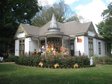 historic homes in franklin tn dressed in their hallowee