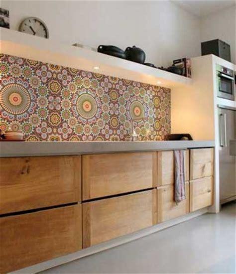 Ordinary Cuisine Plan Travail Noir  #6: Credence-de-cuisine-en-carreaux-de-mosaiques-multicolore.jpg