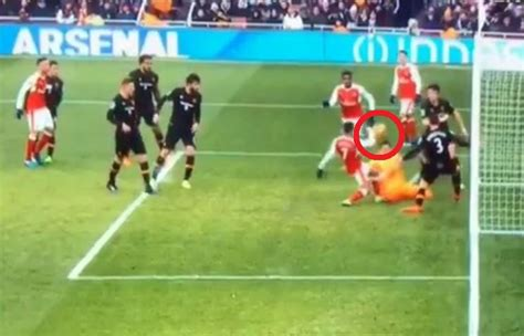 alexis sanchez handball arsenal v hull why alexis sanchez s goal wasn t handball