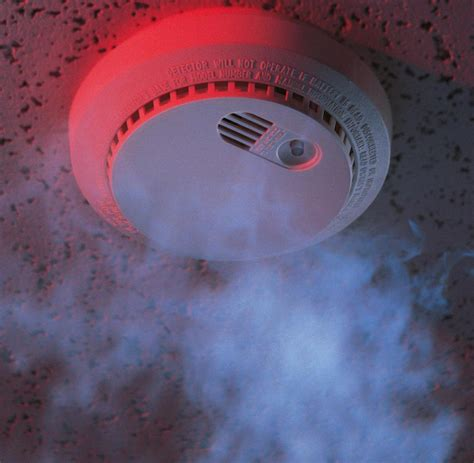 rauchmelder in wohnungen brandschutz wem rauchmelder in wohnungen wirklich n 252 tzen