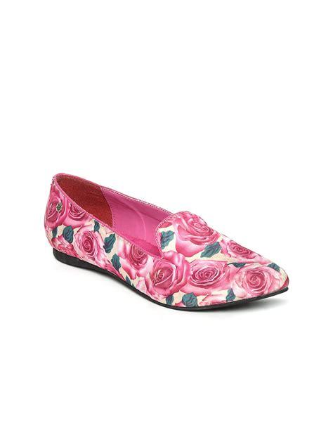 floral print flat shoes myntra la briza pink floral print flat shoes 392952