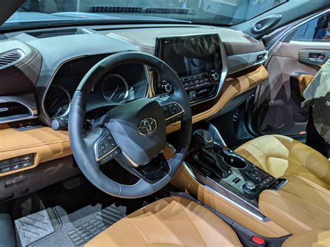 toyota highlander 2020 interior toyota debuts 2020 highlander at 2019 new york auto show