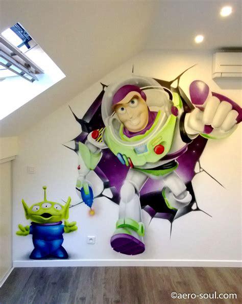 decoration graffiti chambre denfant buzz leclair mur casse