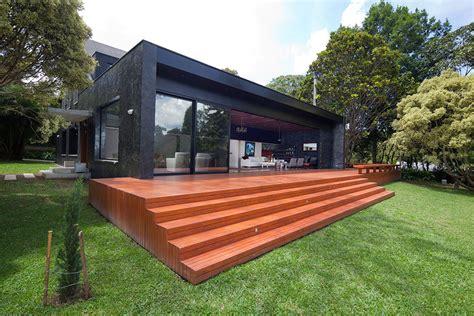 la casa de piedra negra