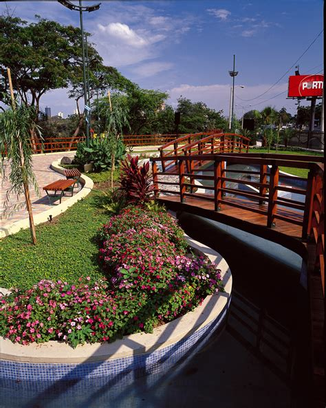 barcelona avenue lineal park welcome to guayaquil lineal park welcome to guayaquil official tourism website