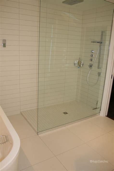 Barrier free shower   Céramiques Hugo Sanchez Inc