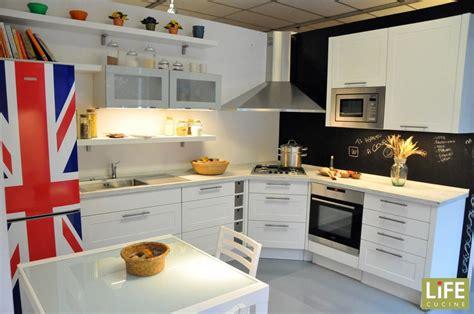 cucine moderne con piano cottura ad angolo cucina moderna ad angolo con anta a telaio scontata