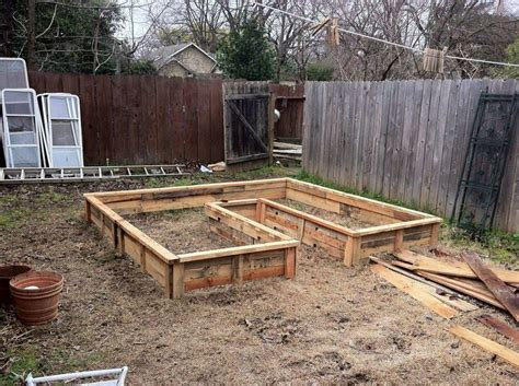 pallet raised garden bed pallet keyhole bed garden secrets pinterest