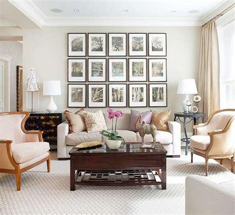 over the couch l 7 id 233 es pour accrocher vos tableaux dans votre salon l