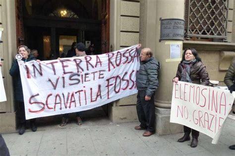 banca pop etruria protesta dei risparmiatori davanti banca etruria 6 dago