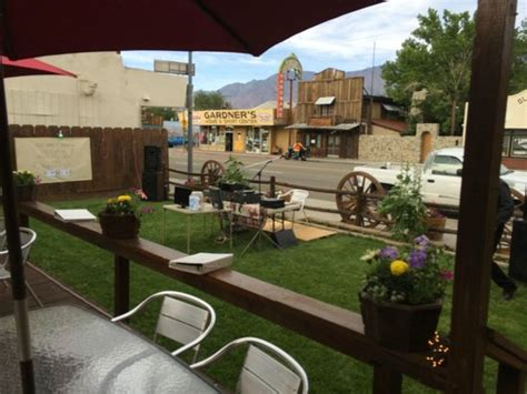 Lone Patio Reviews by Patio Picture Of Totem Cafe Lone Pine Tripadvisor