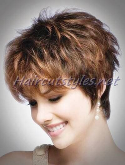 layered hairstyles women over 30 highlighted short layered hairstyle for women over 30