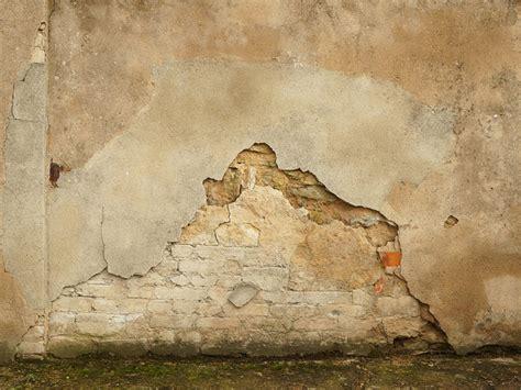 putz reparieren innen sockelputz verputzen ausbessern erneuern bauen de