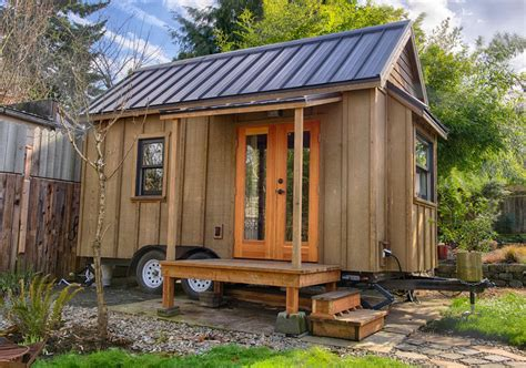 small house on wheels your guide to building a tiny house on wheels tiny house