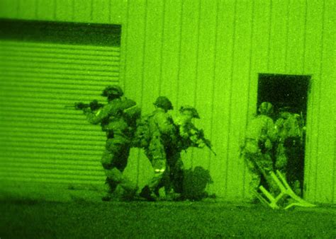 photo special forces breaching