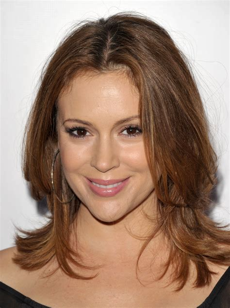 millisa milanos hair alyssa milano medium layered cut alyssa milano looks