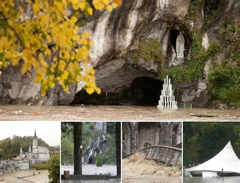 web grotta di lourdes lourdes allagata la grotta dentro salerno l