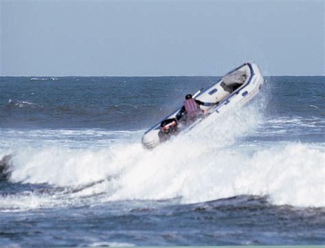 speedboot zee ocean waves with boat file seaeaglejump jpg wikipedia