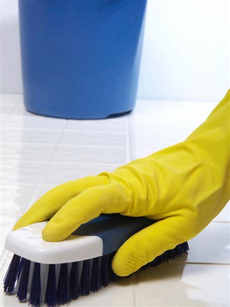 best way to scrub bathtub bathroom cleaning secrets from the pros diy