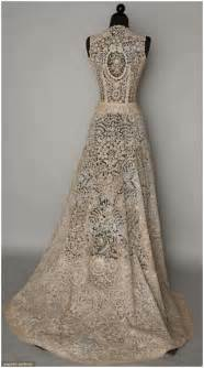 During my research for vintage lace wedding dresses i came across one