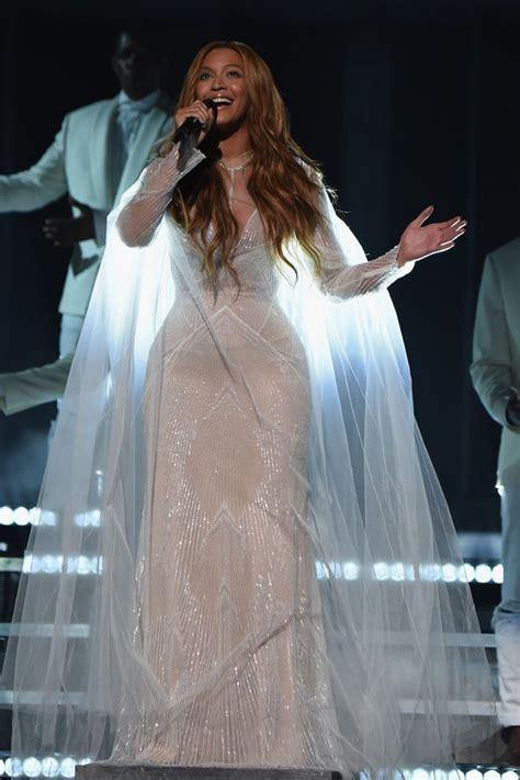 Beyonce Grammy Wardrobe by Grammys Fashion 2015 Beyonce S Performance