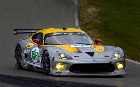 viper out srt pulling vipers out of le mans automobile magazine