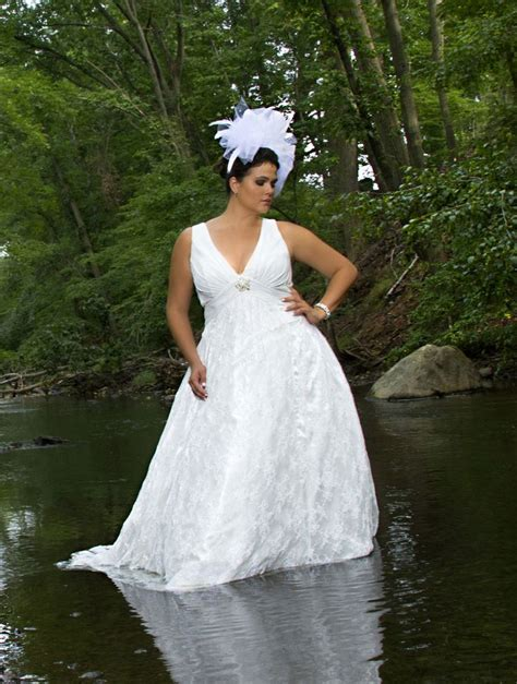 you have opted for a strapless plus size wedding dress