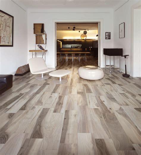 pavimenti grigi free acadia pavimento effetto legno saime ceramiche with
