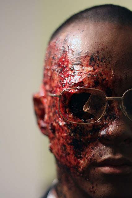 makeup zombie seram  buat  muntah darah  gambar
